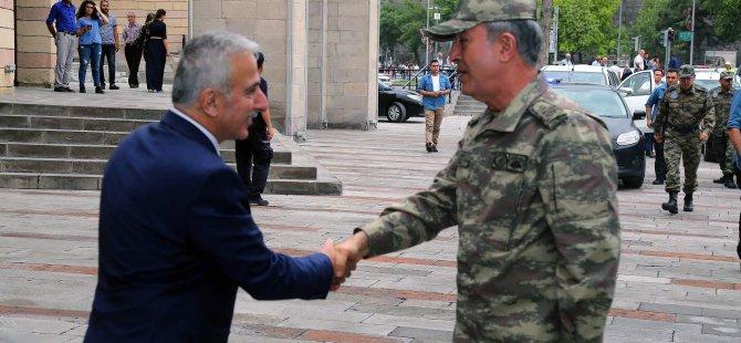 Genelkurmay Başkanı Akar Kayseri Valiliği'ni ziyaret etti