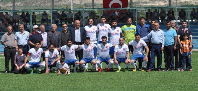 Şampiyon  Özvatan Gençlikspor'u alkışla karşıladılar