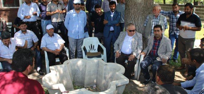 Kayseri'de canlı hayvan pazarına gelen besiciler yol kapattı
