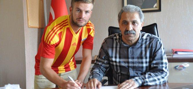 Kayserispor'da transfer iki oyuncu ile sözleşme imzaladı