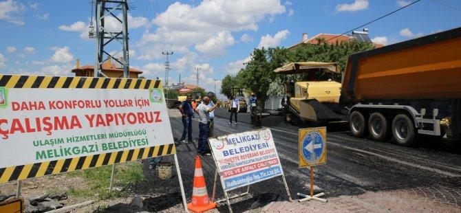 Becende 3 Cadde ve 15 Sokağın yolları 24 bin ton asfaltla yenilenecek