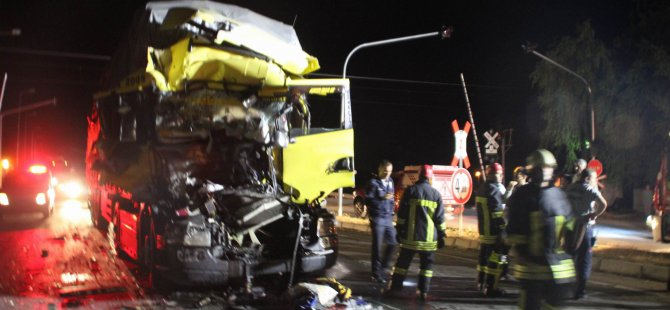 Cırgalan'da kamyona kamyon çarptı: 1 yaralı