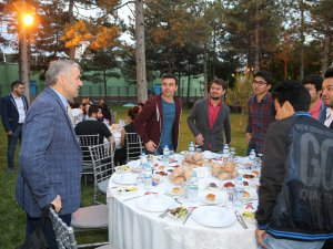 Başkan Çelik, yabancı uyruklu üniversite öğrencilerle iftar yaptı
