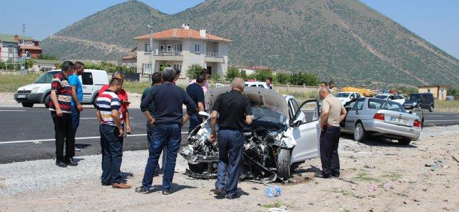 Kayseri'de 2 otomobil kafa kafaya çarpıştı: 5 yaralı
