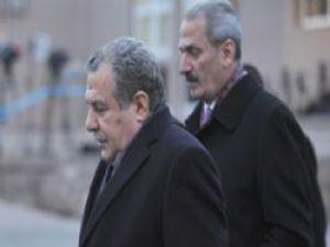 Dış basın iki bakanın istifasını böyle gördü!