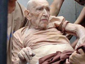 93 Yaşındaki yaşlı adam 4 kıza tecavüzden yargılanıyor