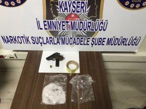 Kayseri'de doğu illerinden aldıkları uyuşturucuyu satanlar yakalandı