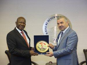 Güney Afrika Büyükelçisi, Başkan Mustafa Çelik'i ziyaret etti
