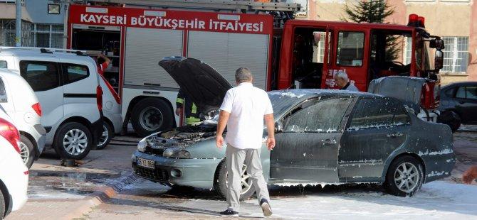 Turgut Reis Caddesi Park halindeki otomobil yandı
