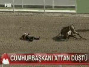 CUMHURBAŞKANI ATTAN DÜŞTÜ-VİDEO