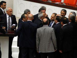 Meclis'te Kamer Genç kavgası çıktı