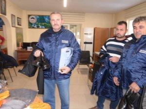 Melikgazi Belediyesinde park ve bahçelerde çalışanlara giyim malzemesi dağıtıldı