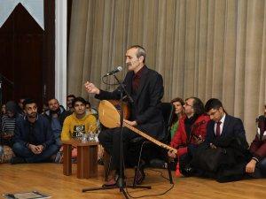 ERÜ'de THM Sanatçısı Cengiz Özkan Konser Verdi