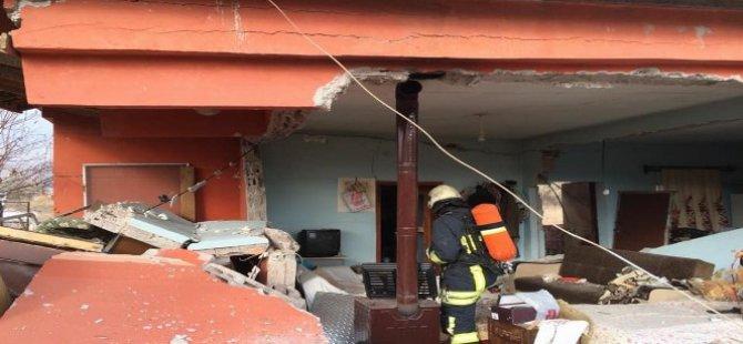 Kayseri'de patlayan ev harabeye döndü
