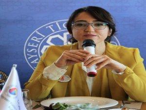 Açılış konuşmasını yapan KGK Başkanı Merve Sarıoğlu: