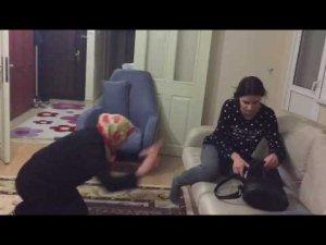 Annesi namaz kılarken para çalan kızın sonu-video