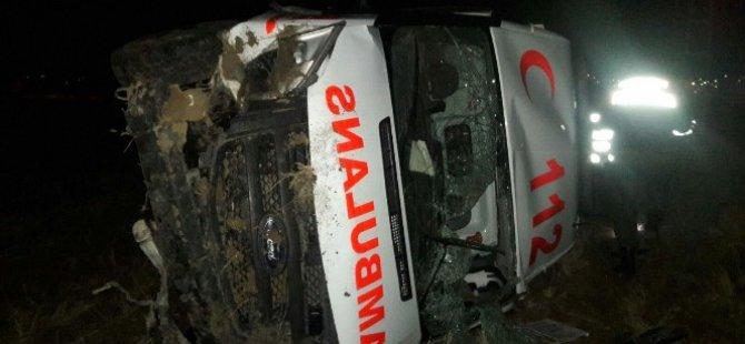 Gömeç'te Ambulans şarampole devrildi: 3 yaralı
