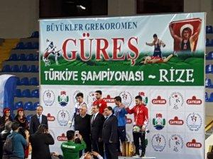 Kayseri Şekersporlu Milli Güreşçi Ekrem Öztürk Rize'de Türkiye Şampiyonu oldu