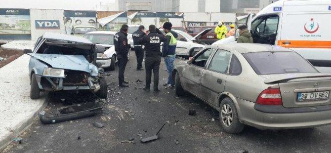 Kayseri Bölge Hastanesi Bulvarı'nda trafik kazası otomobil otoparka uçtu
