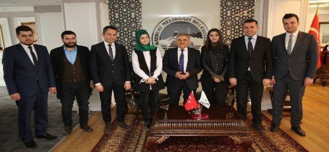 AK Parti İl Gençlik Kolları ile Yürütme Kurulu üyeleri, Melikgazi'de