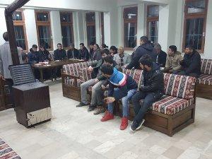 AK Parti Akkışla ilçe Başkanı Hayrullah Dündar Türkmen evinde gençlerle buluştu