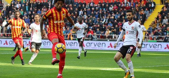 Robinho ilk golünü Kayserispor'a attı