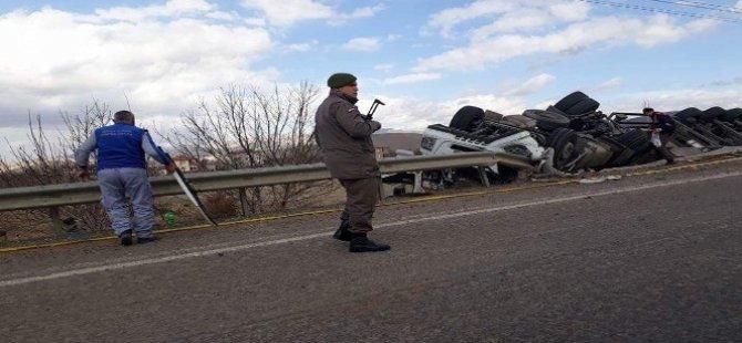 Kayseri'de devrilen tır'ın şoförü öldü