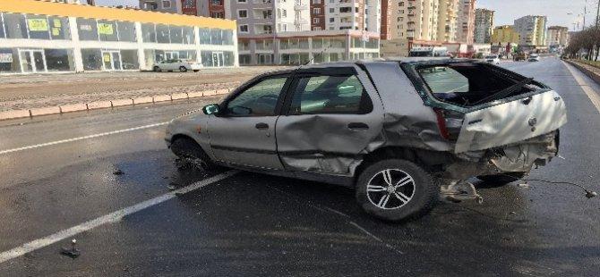 Kayseri'de öğrenci servisi ile otomobil çarpıştı 1 yaralı
