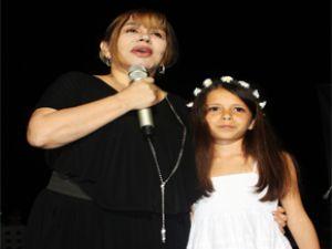 Türk pop müziğinin minik serçesi Sezen Aksu'dan çözüm sürecine destek