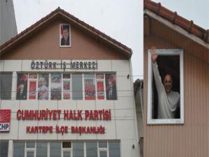 Başbakan Erdoğan'ın: O posteri asan kişi istifa etti