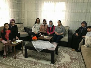 Ak Parti Melikgazi Gençlik Kolları 8 Mart Dünya Kadınlar Gününde aileleri ziyaret etti