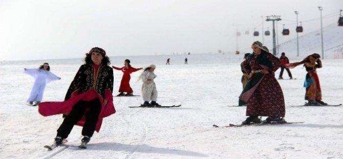 Kar kış demeden Erciyes'te defile