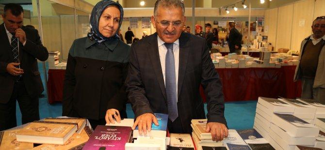 """Büyükkılıç: """"Kayseri Anadolu'da fuarcılığın merkezi olmuştur"""""""