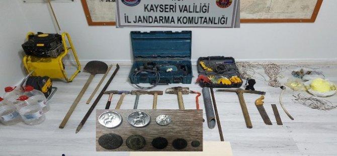 Yeşilhisar ve Tomarza'da kaçak kazı 9 gözaltı