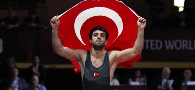 Şekersporlu Milli Güreşçi Öztürk Rusya'dan bronz madalya ile döndü
