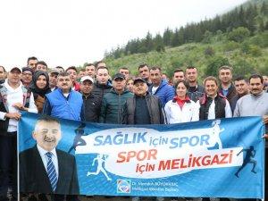 Başkan Büyükkılıç Belediye personeli ile birlikte doğa yürüyüşünde