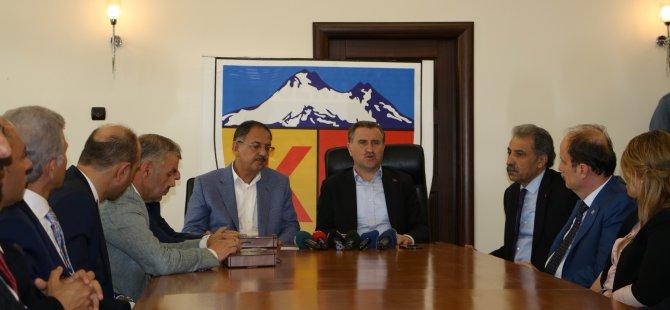 Gençlik ve Spor Bakanı Bak,Kayserispor'u ziyaret etti