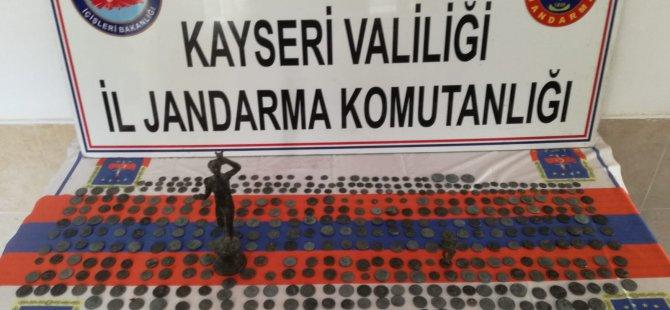 Bünyan Jandarma'da 507 adet Sikke, 2 adet Madeni Heykel ele geçirdi