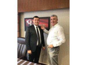 Milletvekili Ersoy'un rozetini MHP İl Başkanı Serkan Tok Taktı