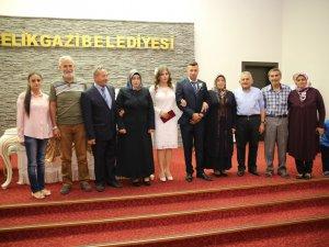 08.08.2018'de Melikgazi'de 33 çift evet dedi, akşam saat 22.00 'e kadar 32 çift sırada bekliyor