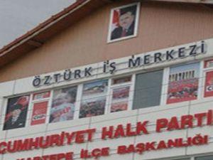 CHP Binasına Başbakan Erdoğan Posteri