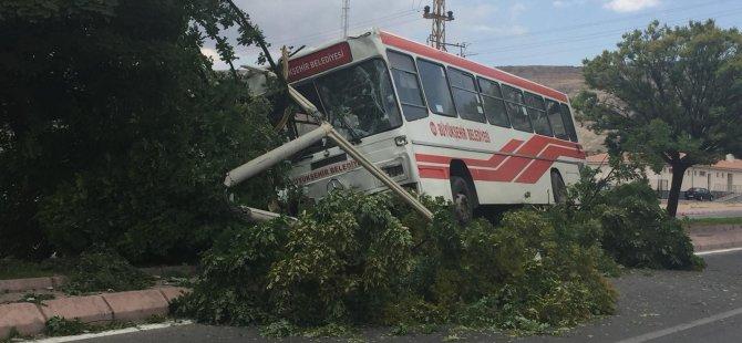 Erkilet General Emir'de Belediye otobüsü refüje çıktı