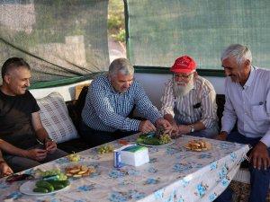Başkan Çelik Taşhanlı Suat Soydan'a misafir oldu