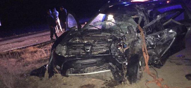 Traktörü sollama yapan kamyon 2 otomobile çarptı: 4 yaralı