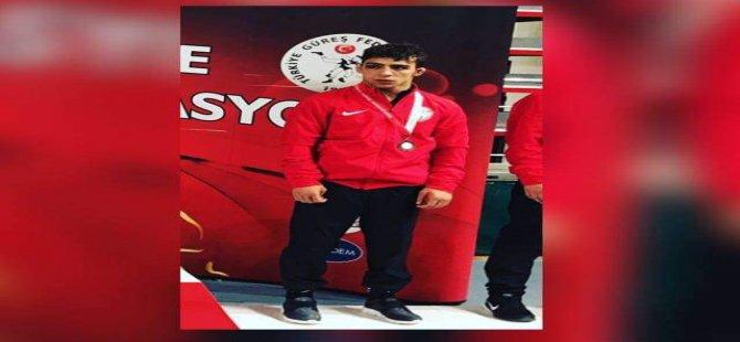 Kayseri Şekersporlu güreşçi Esoğlu Balkan Şampiyonu Oldu
