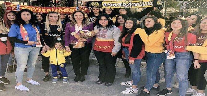 Kayserispor ile Ankaragücü takımlarının kadın taraftarları kardeşliği pekiştirdi