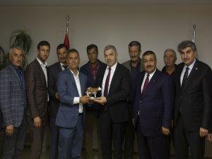 Damızlık Sığır Yetiştiricileri Birliği Başkanı Günay Çakı Başkan Çelik'e verdiği destekten dolayı teşekkür etti