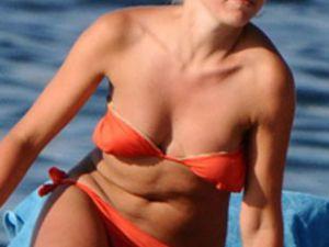 Hadise bikinileri giyip güneşlenmek istiyorum