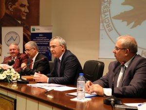 Başkan Özkaya, ERÜ'de Finans Zirvesine Katıldı