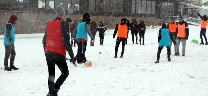Erciyes'te Yoğun Kar Altında Maç Keyfi